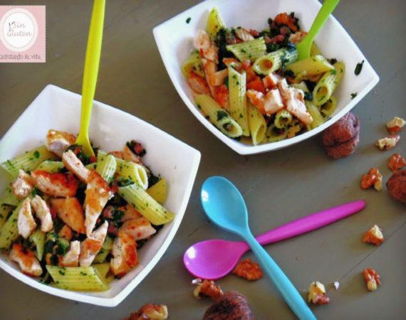 Ensalada de pasta, pollo y espinacas sin gluten