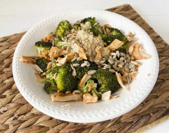 Brocoli con pollo braseado y quinoa