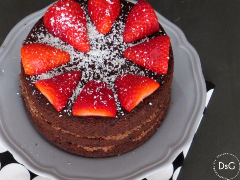 bizcocho sin gluten de chocolate y fresas