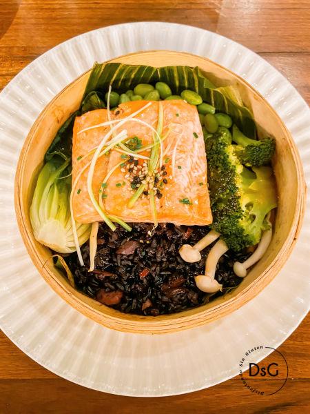 Salmón Thai Flax and Kale