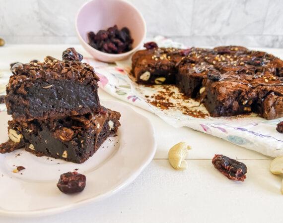 Brownie de anacardos y arándanos