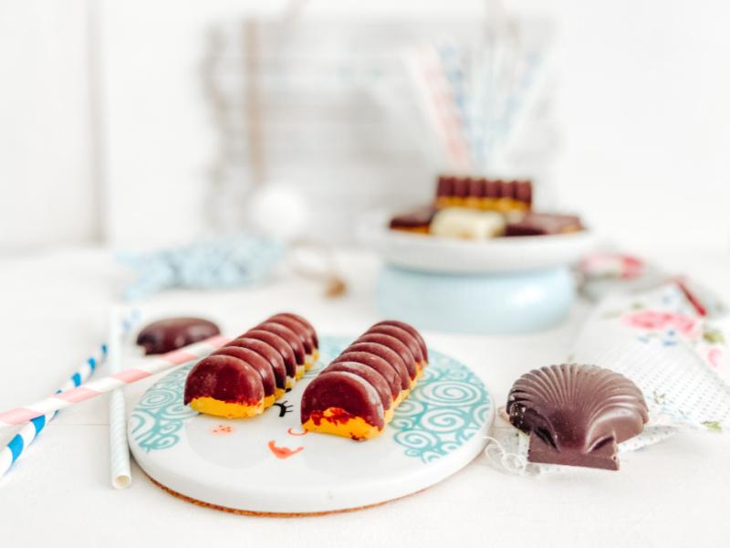 Bombones helados de mango y chocolate