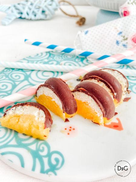 Bombones helados sin gluten de mango y chocolate